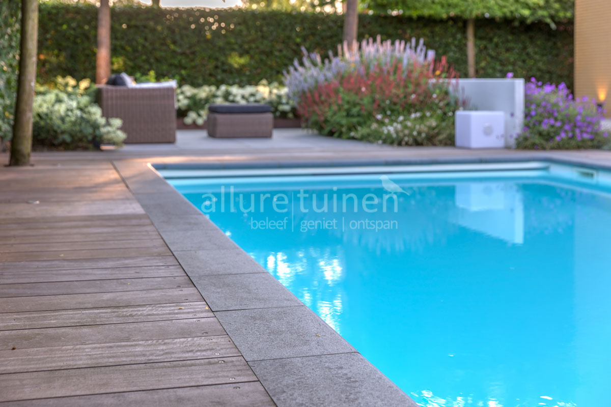 Tuinontwerp villatuin met zwembad Zoetermeer